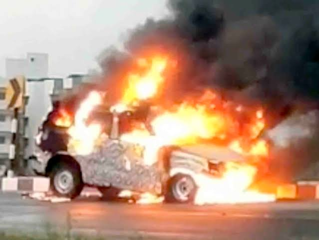2020 Mahindra Scorpio Prototype Catches Fire! No concurrent cause for the fire is known.