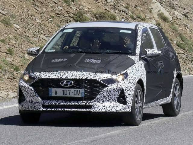 The New-Gen i20 spotted on the roads of Tamil Nadu and will be sporting a Sunroof in the model.