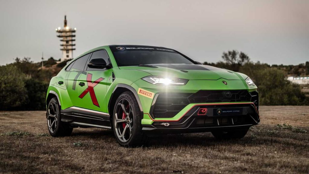 Lamborghini has finally pulled the wraps off the race-spec version of the Urus ST-X concept